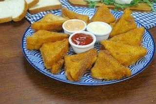 Triangoli di mozzarella in carrozza: la ricetta filante e croccante