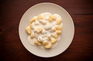 Gnocchi di patate con crema al parmigiano: la ricetta veloce e gustosa