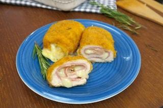 Involtini di pollo impanati: la ricetta del secondo piatto veloce da preparare