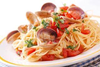 Spaghetti alle vongole e pomodorini: la ricetta del piatto tipico della cucina napoletana