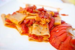 Paccheri all'astice: la ricetta del primo piatto di mare che ameranno tutti