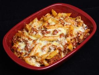 Pasta al forno con ragù di fagioli: la ricetta del primo piatto delizioso e originale