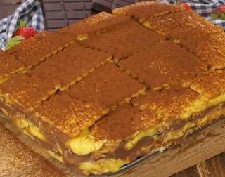 Zuppa inglese con i biscotti: la ricetta con budino e biscotti secchi