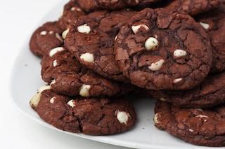 Red velvet cookies: la ricetta dei biscotti irresistibili e facili da preparare