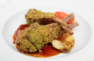 Costolette di agnello in crosta di pistacchi: la ricetta con panatura croccante e saporita