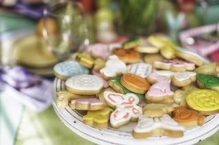Biscotti di Pasqua: la ricetta dei dolcetti colorati facili e veloci