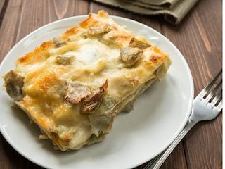 Lasagne carciofi e formaggi: la ricetta filante al forno
