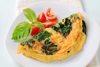 Omelette con formaggio e spinaci: la ricetta del secondo filante facile da fare