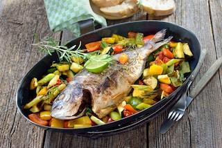 Orata al forno con verdure: la ricetta del secondo leggero