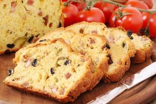 Plumcake salato con olive e pancetta: la ricetta del rustico da fare in casa
