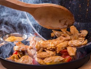 Pollo in padella: la ricetta del secondo leggero