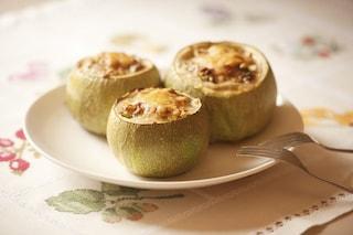 Zucchine ripiene di formaggio: la ricetta del contorno goloso