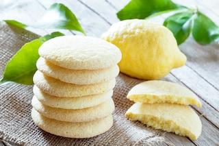 Biscotti al limone senza uova: la ricetta leggera per i pasticcini friabili e golosi