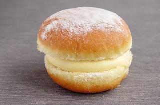 Donuts con crema pasticcera: la ricetta delle ciambelle golose