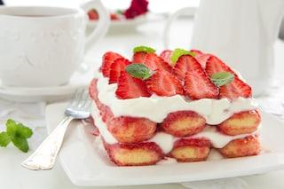 Tiramisù alle fragole senza uova: la ricetta del dessert fresco e delizioso