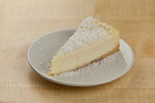 Cheesecake al cocco: la ricetta del dolce fresco e veloce senza cottura