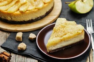 Cheesecake alle mele: la ricetta del dolce croccante fuori e morbido dentro