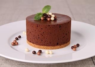 Torta mousse al cioccolato: la ricetta del dolce cremoso e facile da preparare