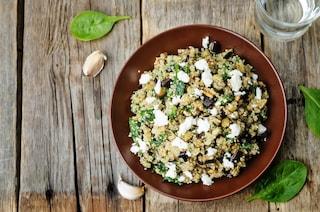 Quinoa con melanzane, feta e spinaci: la ricetta del piatto leggero e saporito