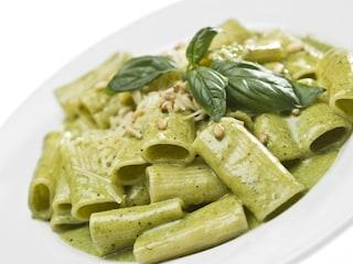 Pasta al pesto di zucchine: la ricetta del primo piatto leggero e profumato