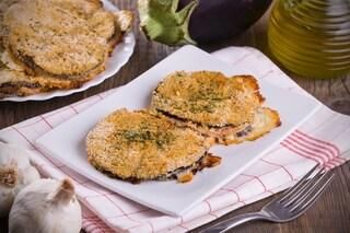 Cotolette di melanzane: la ricetta facile e veloce da preparare fritta o al forno