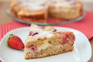 Torta ricotta e fragole: la ricetta del dolce soffice e delizioso pronto in pochi minuti