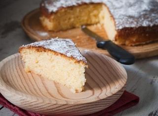 Torta allo yogurt: la ricetta del dolce soffice e facile da preparare