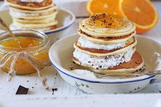 Pancakes ricotta e marmellata di arance: la ricetta delle frittelle morbide e golose