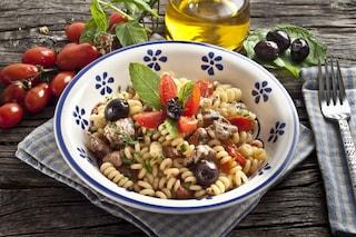 Pasta fredda con il pesce: la ricetta del primo piatto fresco ideale per l'estate