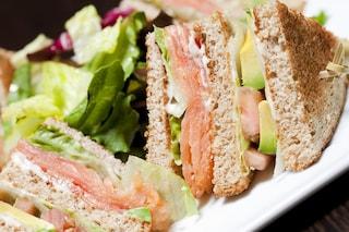 Club sandwich al salmone: la variante del classico club sandwich con salmone affumicato