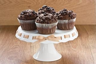Muffin al cioccolato: la ricetta facile e veloce per prepararli morbidi dentro