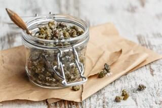 Capperi sotto sale: la ricetta sicura per conservarli a lungo