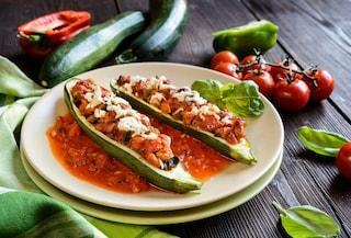 Zucchine alla pizzaiola: la ricetta del secondo piatto estivo leggero e saporito