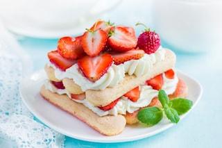 Tiramisù alle fragole: la ricetta del dessert estivo facile e goloso