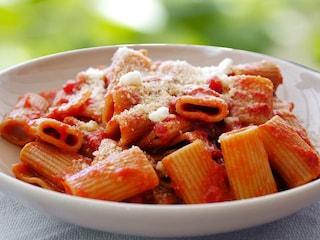 Pasta alla zozzona: la ricetta del primo semplice della cucina romana