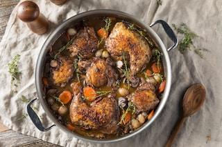 Pollo al vino: la ricetta del secondo piatto tenero e succoso