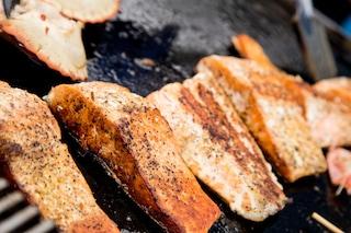 Salmone alla griglia: la ricetta del secondo piatto delicato