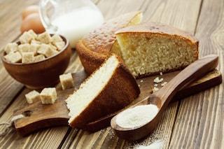 Torta 7 vasetti al cocco: la ricetta da fare senza bilancia