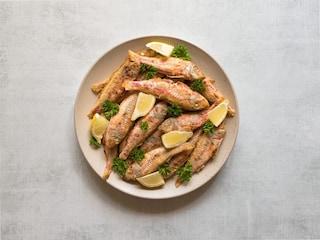 Triglie alla griglia: la ricetta del secondo di pesce veloce e genuino