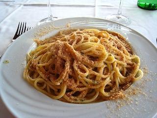 Bucatini con alici e pangrattato: la ricetta da preparare in pochi minuti