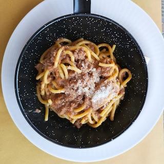 Bucatini al sugo di coniglio all'ischitana: la ricetta del primo piatto tipico dell'isola