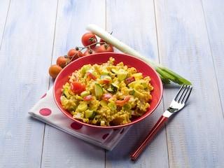 Mafalde allo zafferano con zucchine e pomodori: la ricetta del piatto gustoso e colorato