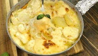 Patate alla savoiarda: la ricetta del contorno ricco e veloce tipico del Piemonte