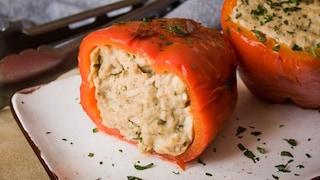 Peperoni ripieni di tonno e pane: la ricetta del piatto gustoso e invitante