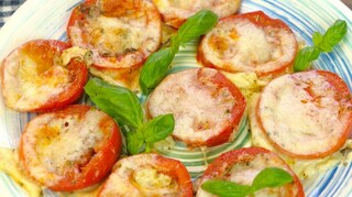 Pomodori al forno con mozzarella e parmigiano: la ricetta del contorno veloce e gustoso