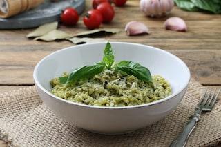 Risotto al basilico: la ricetta del primo piatto fresco e profumato