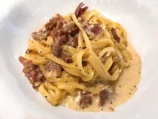 Fettuccine alla papalina: la ricetta del piatto sfizioso della tradizione romana