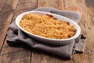Crumb cake alle pere: la ricetta del dolce newyorkese con pere e frutti di bosco