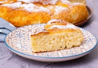 Torta di mele in padella: la ricetta del dolce senza forno soffice e veloce
