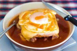 Francesinha: la ricetta del panino ricco e goloso tipico di Porto